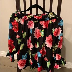 Off the shoulder XOXO floral shirt!